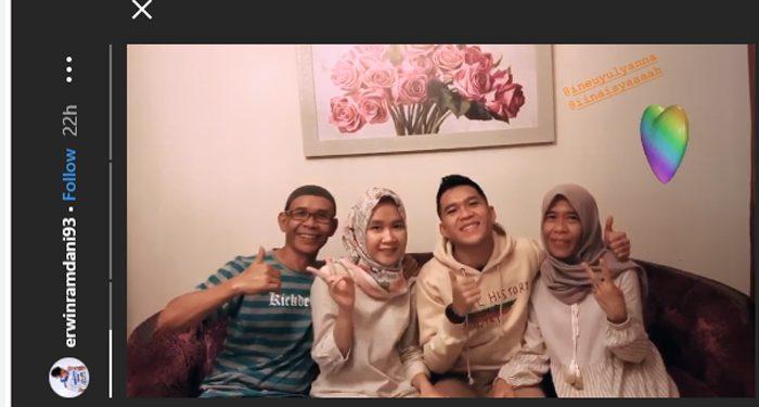 Erwin Ramdani menghabiskan waktu Lebaran bersama keluarganya. Photo Credit: Instagram Erwin Ramdani